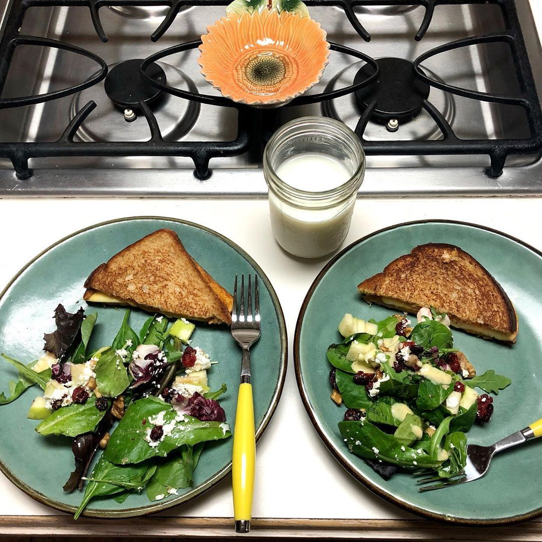 Making a vegetarian lunch with my best friend ❤️ . . . Apple and pumpkin butter grilled cheese with a cranberry walnut salad 👌🏻 . . .