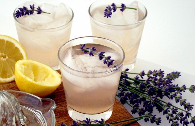 Cócteles sofisticados con lavanda y limón