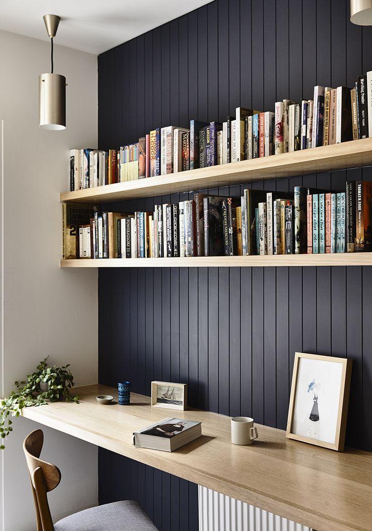 Das ist schön für unseren kleinen Bürobereich, dunkel getäfelte Wand mit hohen Regalen un... #computer