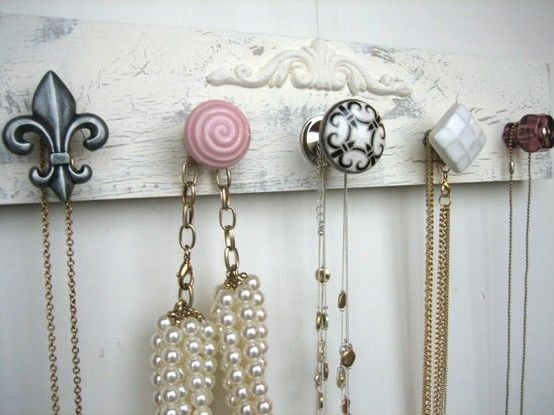 cute necklace organizer...I'm gonna try and make this for the girls...and personalize it for Xmas.