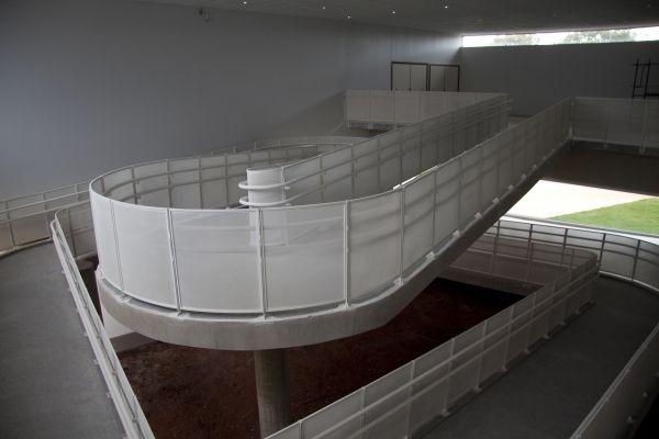 Rampa dá acesso ao segundo pavimento do prédio da FUP Planaltina