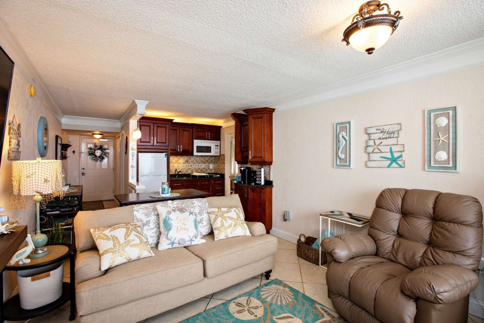 Exquisite Completely Remodeled Oceanfront Rare 1 Bedroom Pirates Cove Unit Free Hbo Wifi In 2020 Living Room Stools Table With Bench Seat Daytona Beach Shores