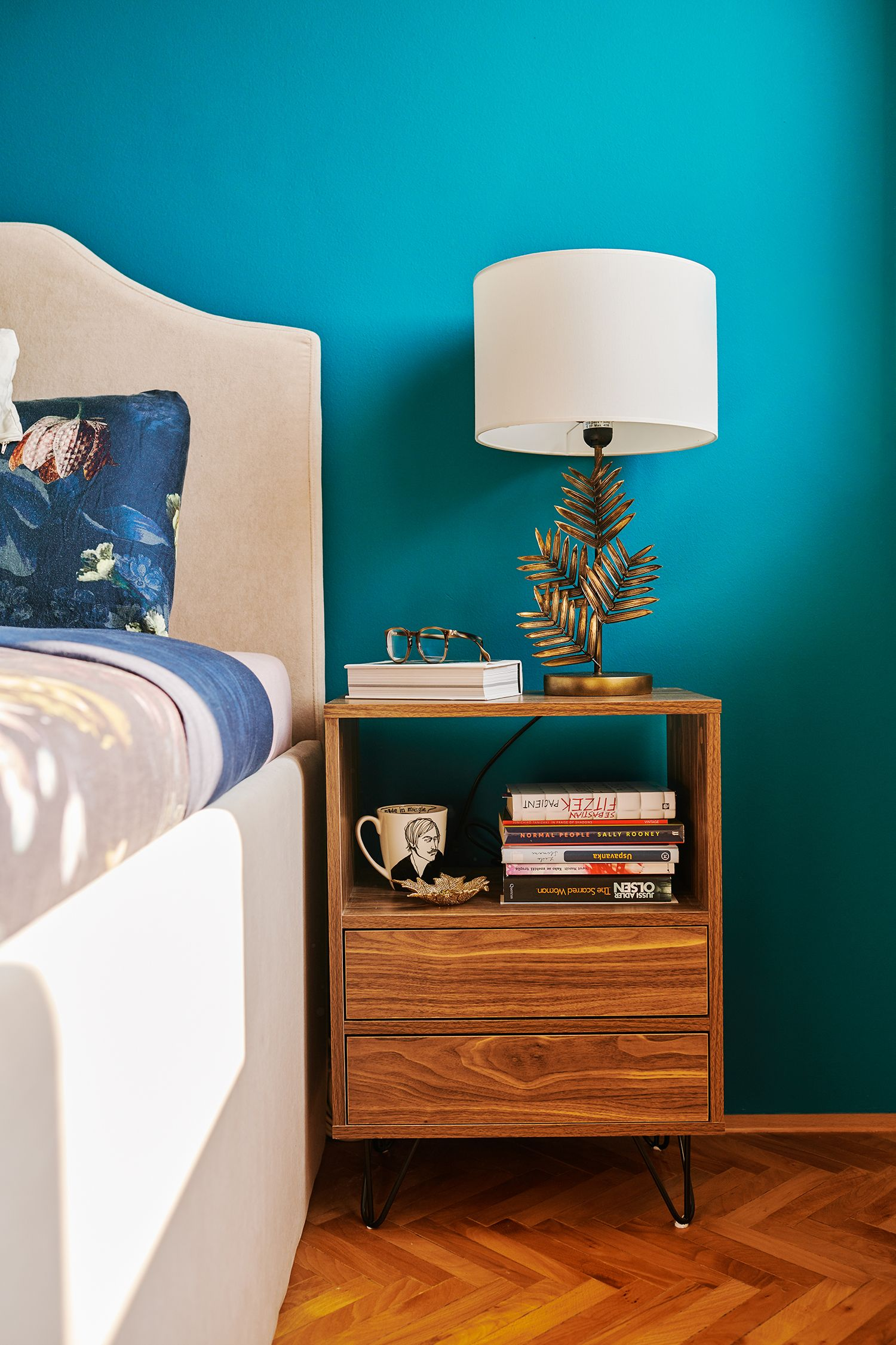 Best Midcentury Modern Bedroom With Bespoke Bed Frame In 2020 400 x 300