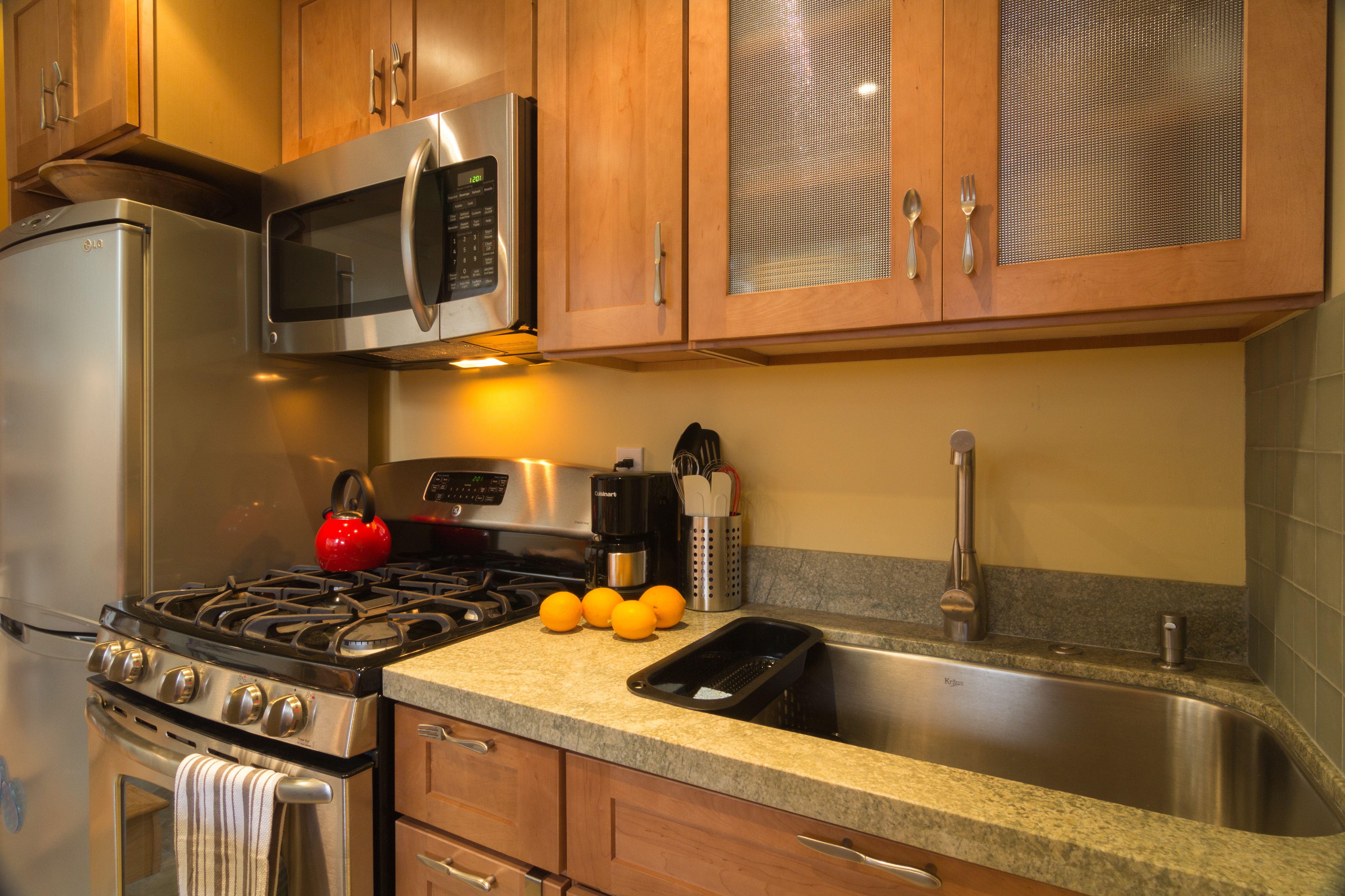 New Avenue : Susanu0027s Cottage   Kitchen, Sink, Oven, Range, Lemons,