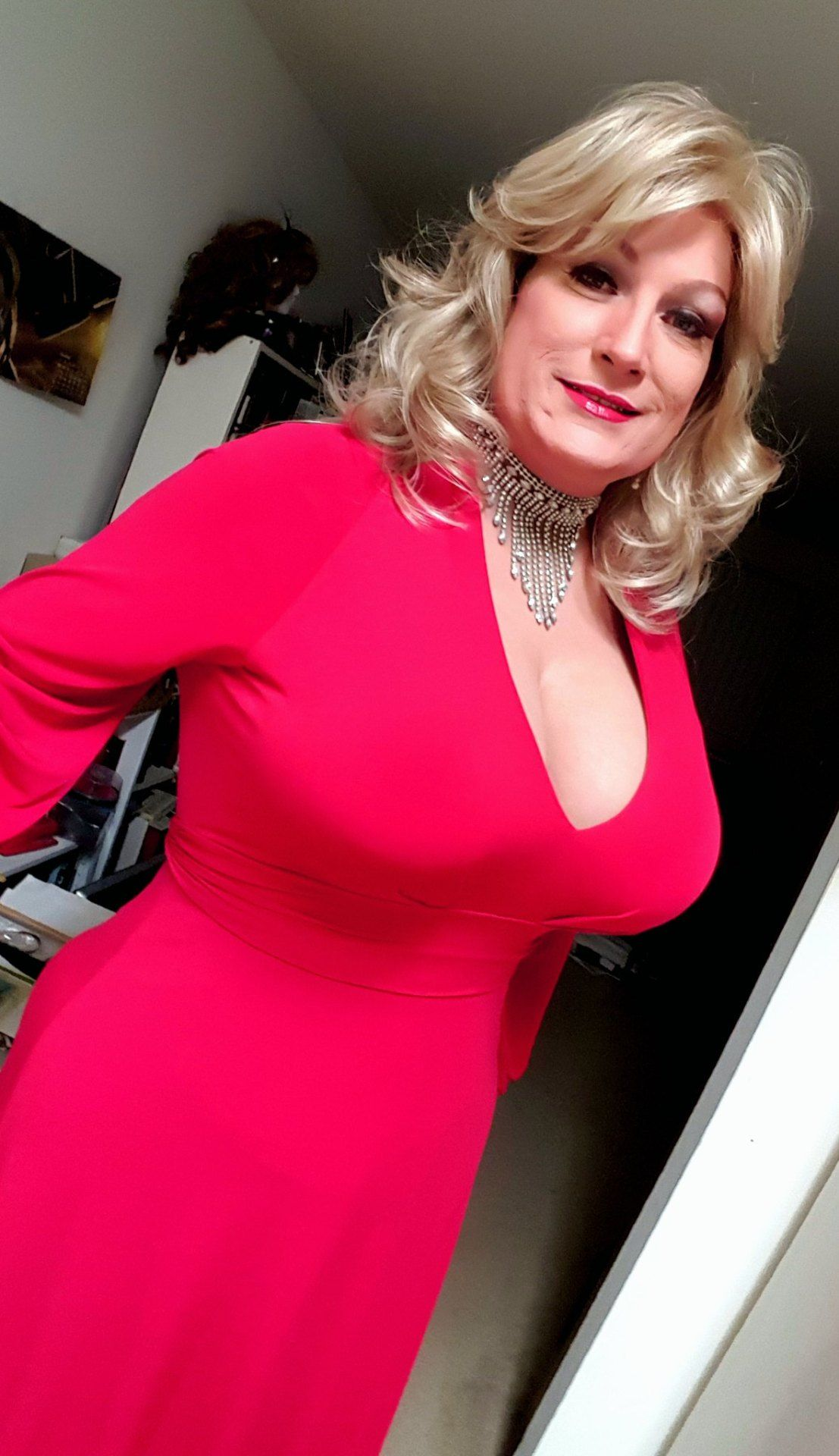 gwindsor, 55, from Sandhurst is a local granny looking for