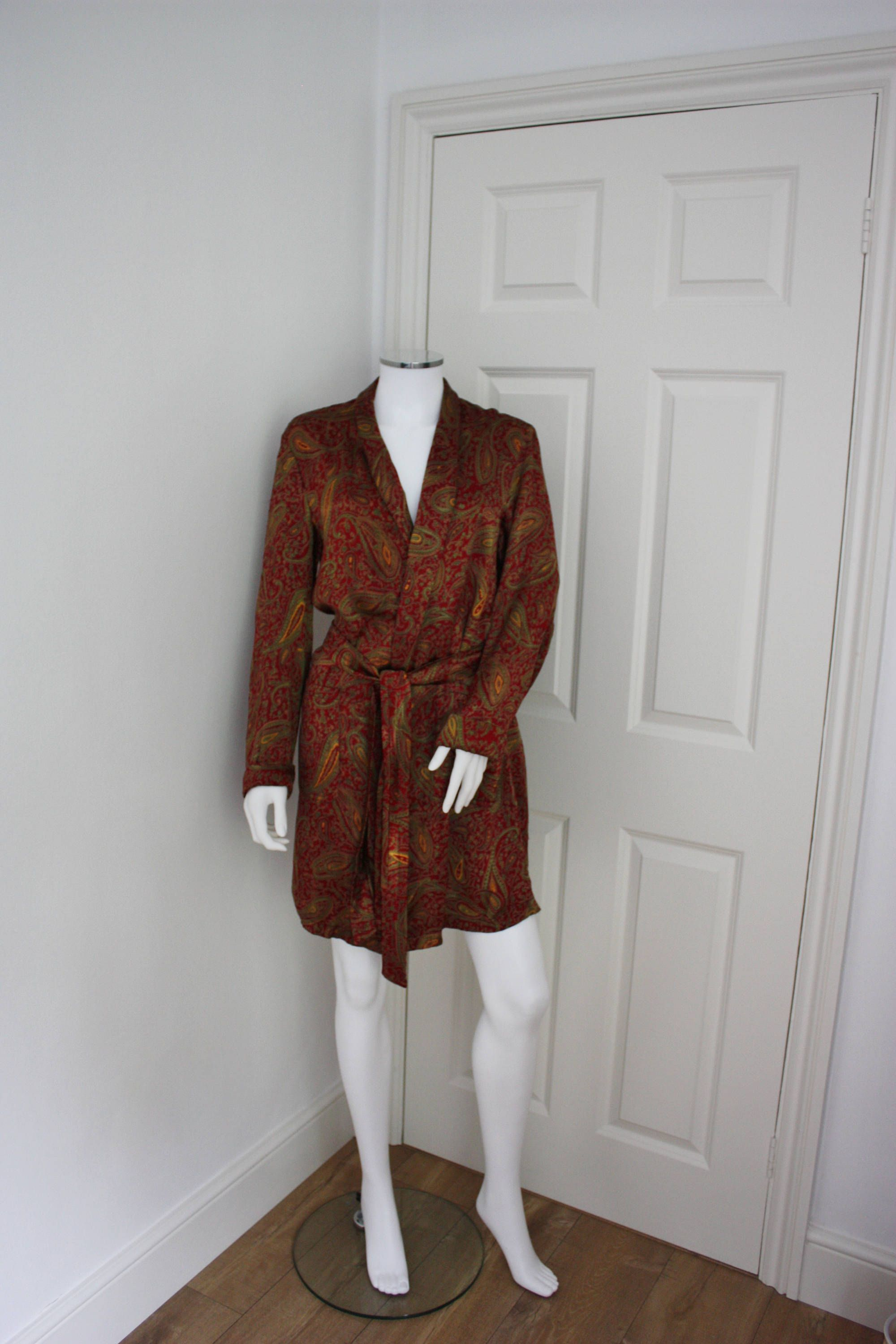 Silky red and gold paisley robe cbd119978