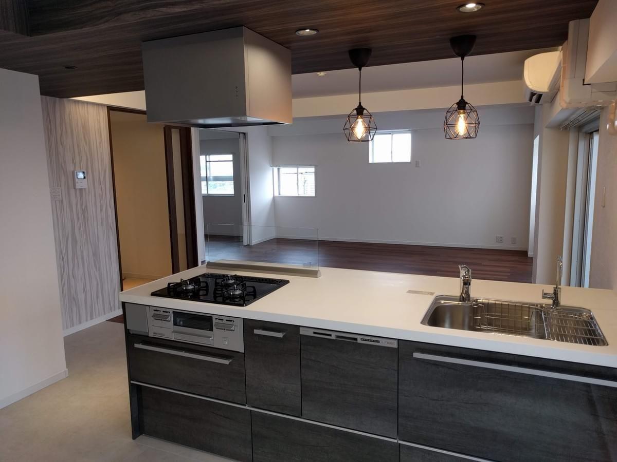 フルリフォームに伴い 天井を含め おしゃれなキッチンへリフォーム