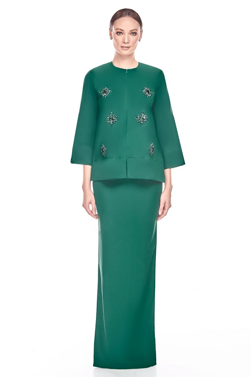 If you are prefer something loose and extremely comfort during upcoming Lebaran, do no hesitate to try this Kurung. … | Muslim fashion, Fashionista clothes, Fashion