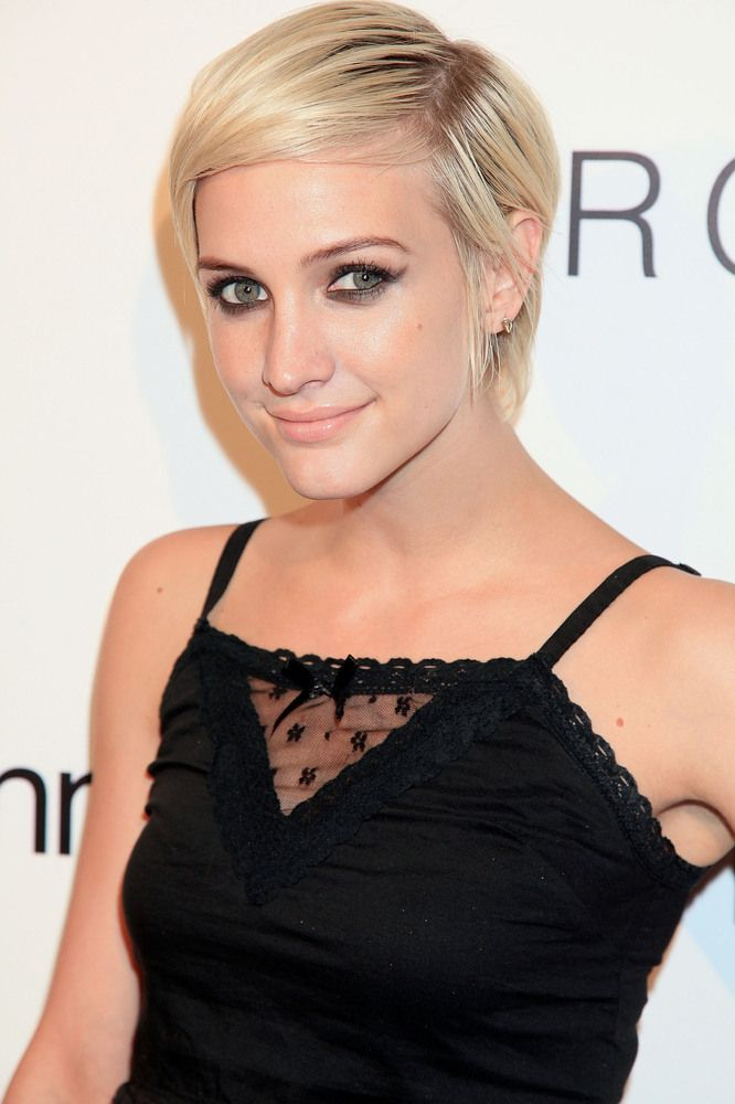 5 Non Boring Ways To Style A Pixie Popular Short Hairstyles Short Hairstyles For Women Celebrity Short Hair