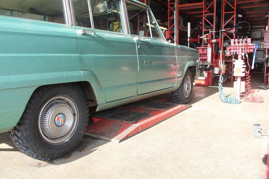 Barn Find 1972 Jeep Wagoneer Road Trip Jeep Wagoneer Barn Finds Jeep