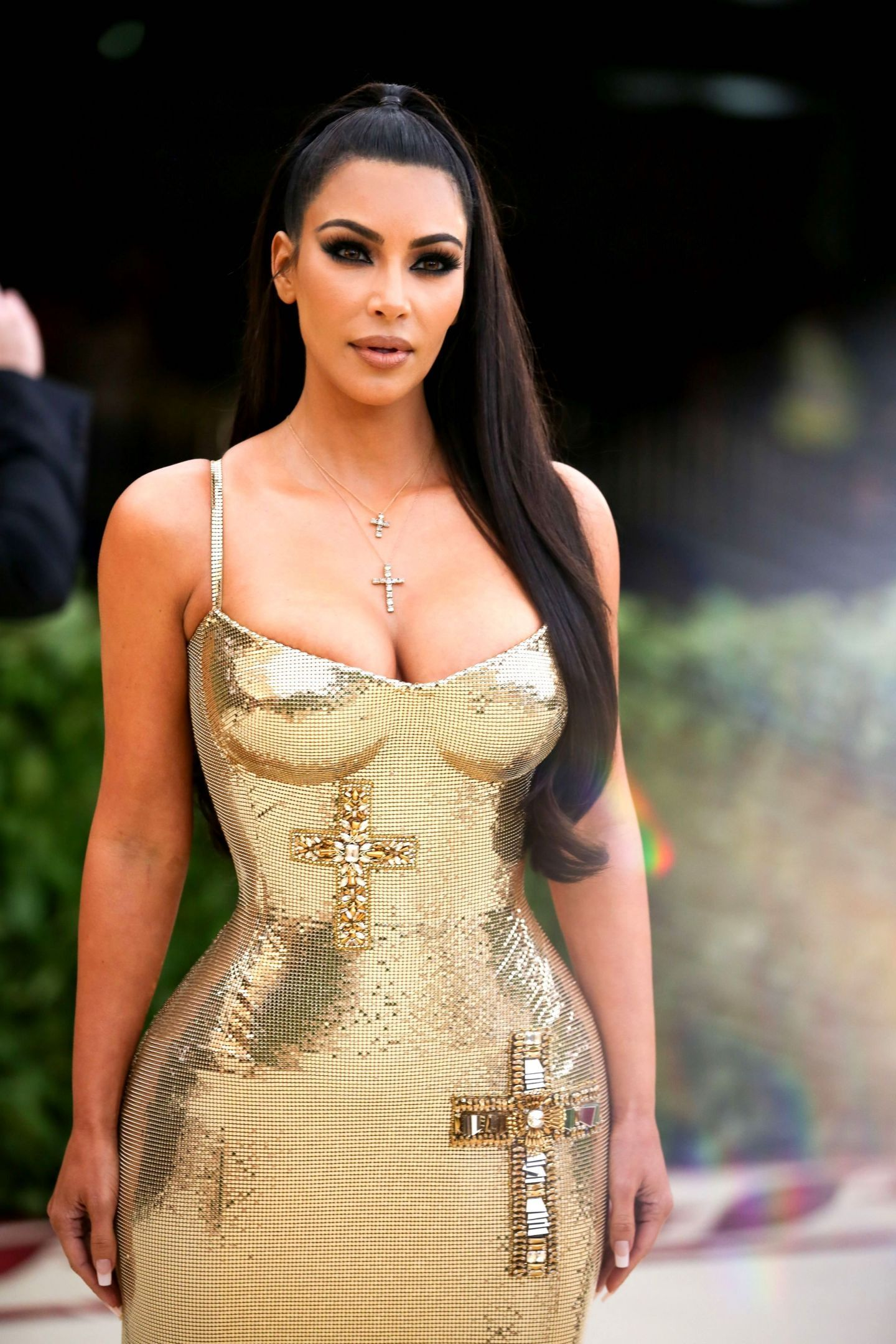 This Is Why Kim Kardashian Went To The Met Gala Without Kanye West Vrouw En Kapsels
