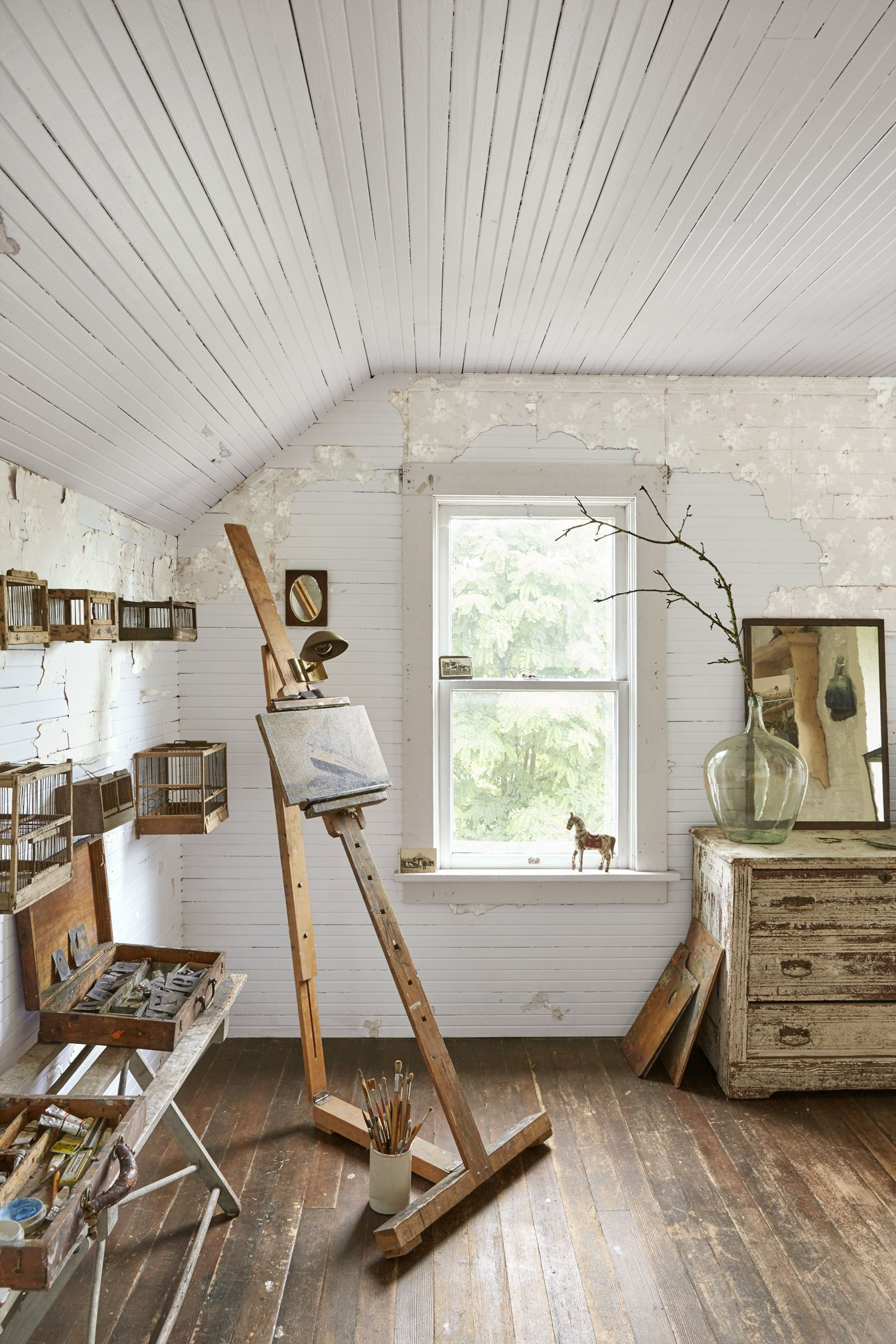 this antiques dealers 106yearold farmhouse is just as beautiful as youd expect is part of Art studio at home - This Antiques Dealer's 106YearOld Farmhouse Is Just as Beautiful as You'd Expect artStudio Bedroom