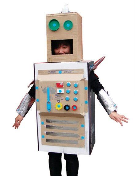 robot recyclé, créé grâce à makedo http://www.atelierchezsoi.fr