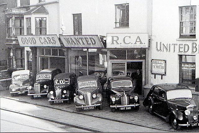 1950 Gus Collins Used Car Lot Http Www Bestaustincars Com Car Dealership Old Used Cars Used Car Lots