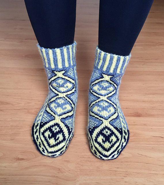 Hand knit GRAYRUG slippers, Rug Pattern UNISEX Traditional Socks ...
