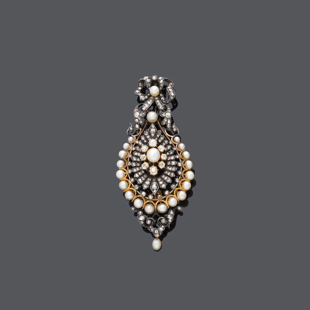 PERLEN-DIAMANT-ANHÄNGER/BROSCHE, um 1900.Silber, Rosé- und Gelbgold.Tropfenförmige, floral durchb