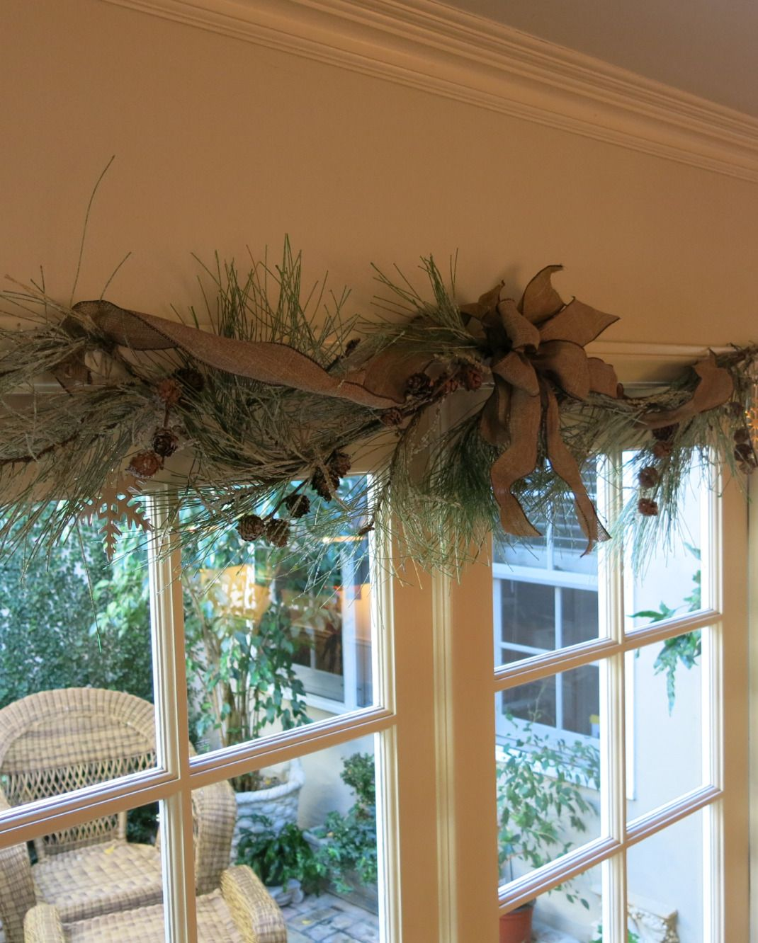 Garden, Home and Party: A simple christmas... swag over window ...