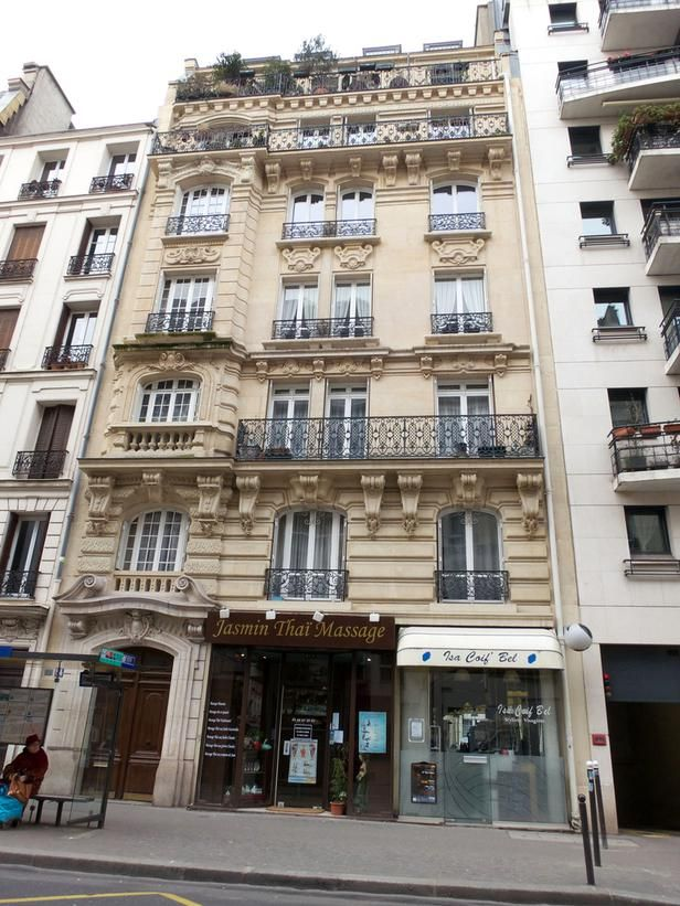 Paris France This Apartment Building Exhibits Classic Parisian Style With Its Decorative Cornices Intimate Balconies On Every Floor And Horizontal Lines