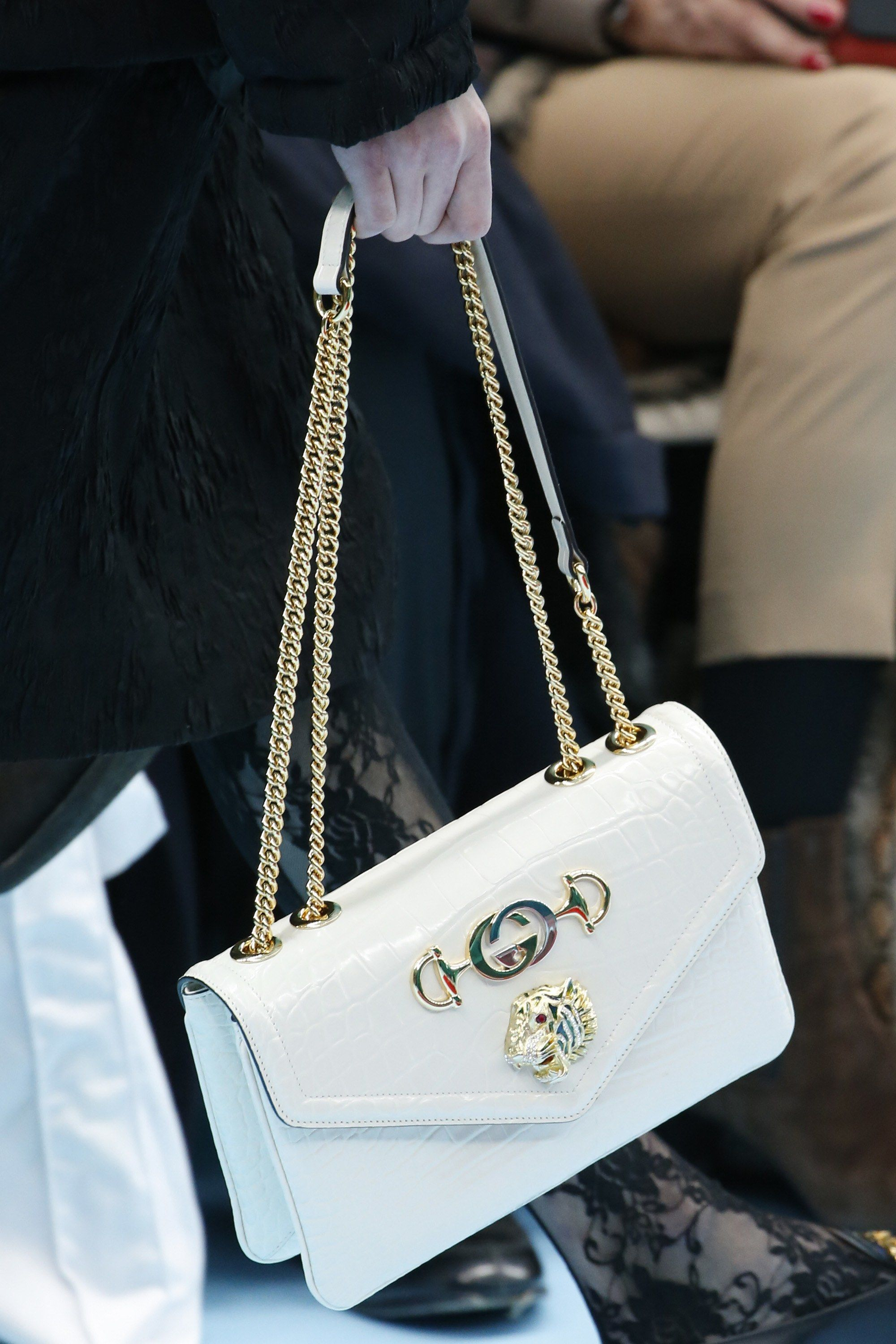 86d717b66602 Gorgeous white Gucci bag with a chain strap & tiger head embellishments -  Gucci Fall 2018 #guccigang...x