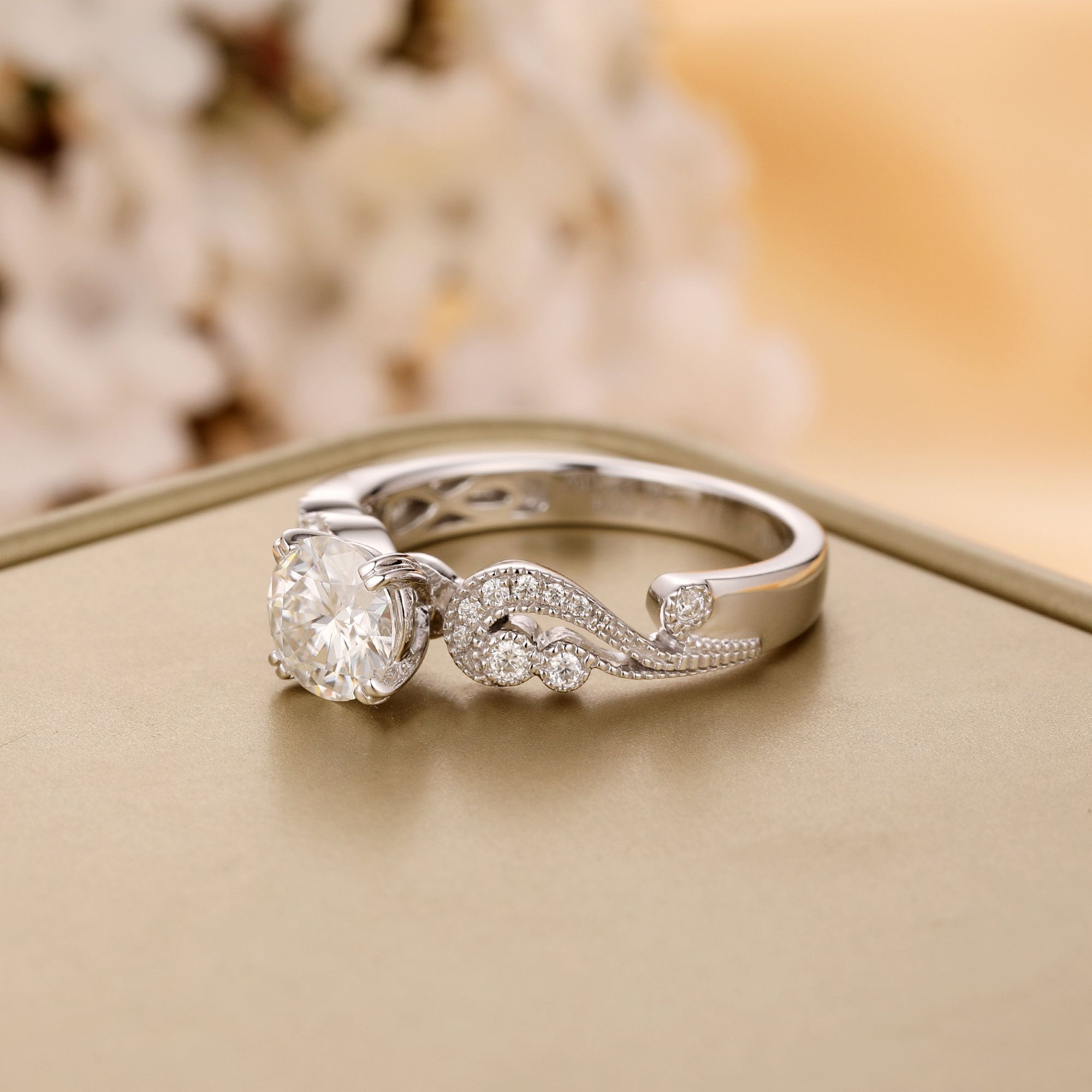Vintage Style 1CT Brilliant Round Cut 1.0CT Moissanite Center,14K Solid Gold Engagement Ring Romantic Style Female Ring Wedding Ring Gift