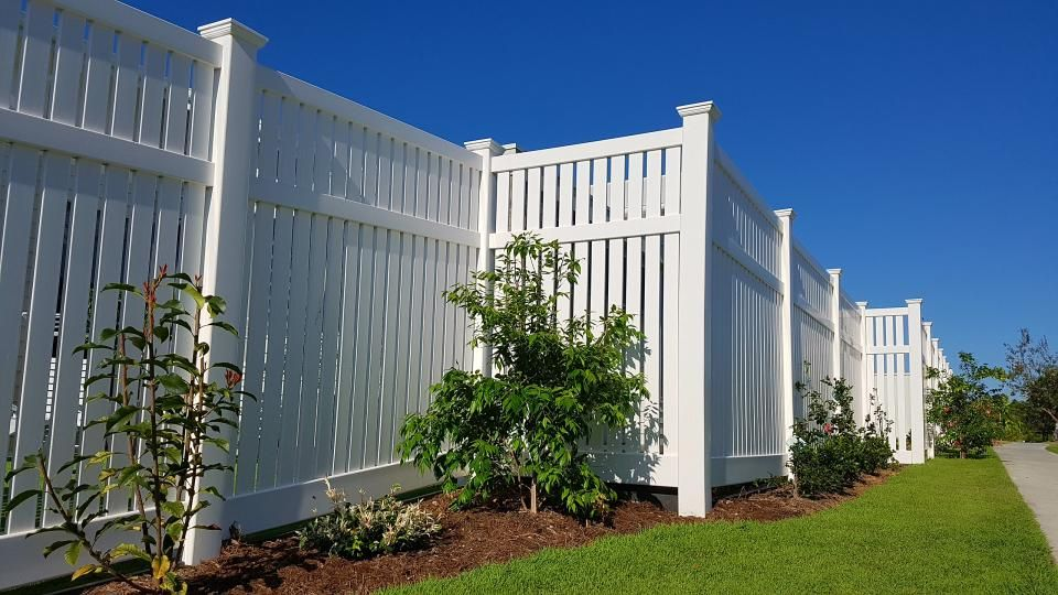 Pvc Semi Privacy Style Big Country Pvc Fencing This Fence Is White 1800 High Backyard Fences Pvc Fence House Front