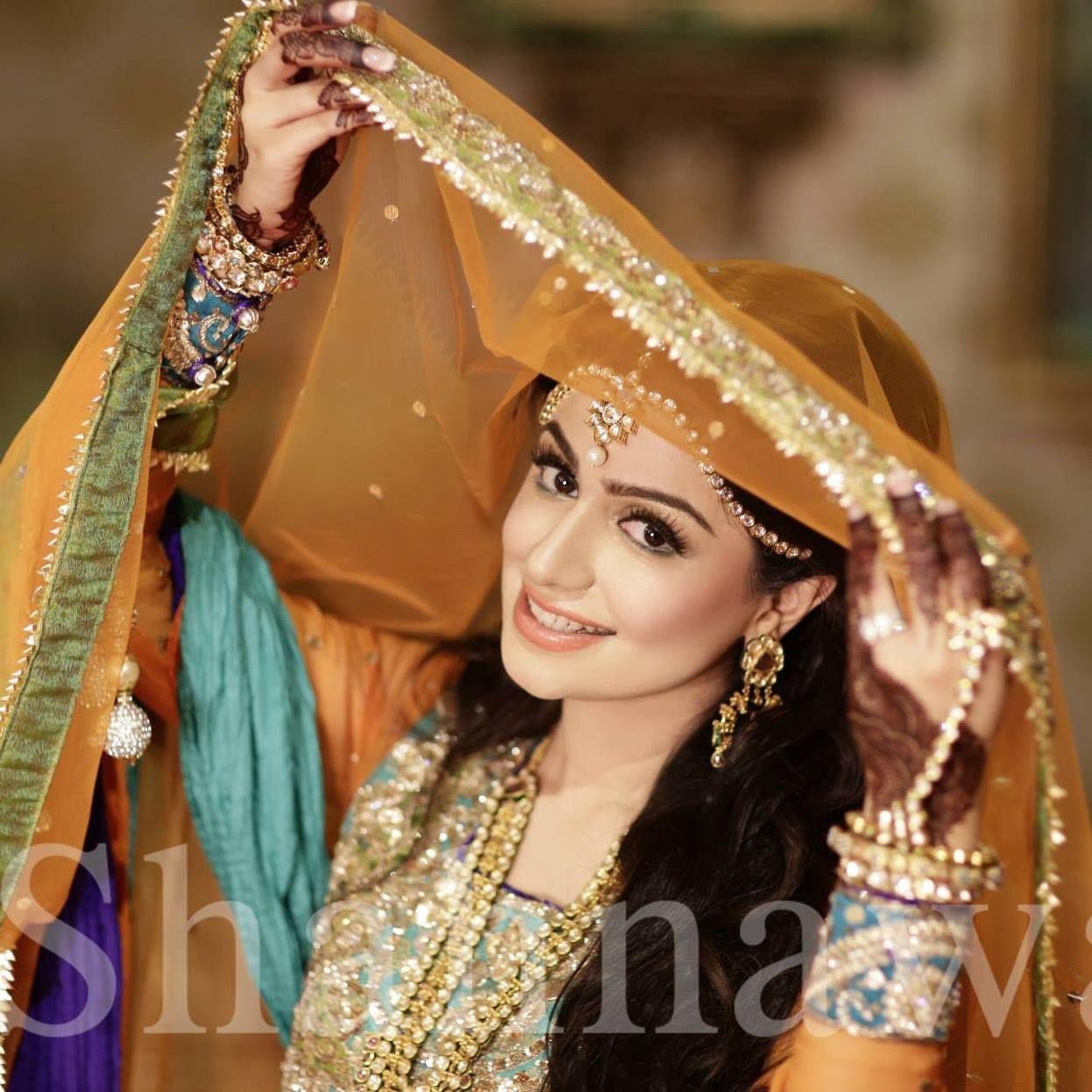 Mehndi Bride Poses : Mehndi bride shahnawaz studio photography wedding