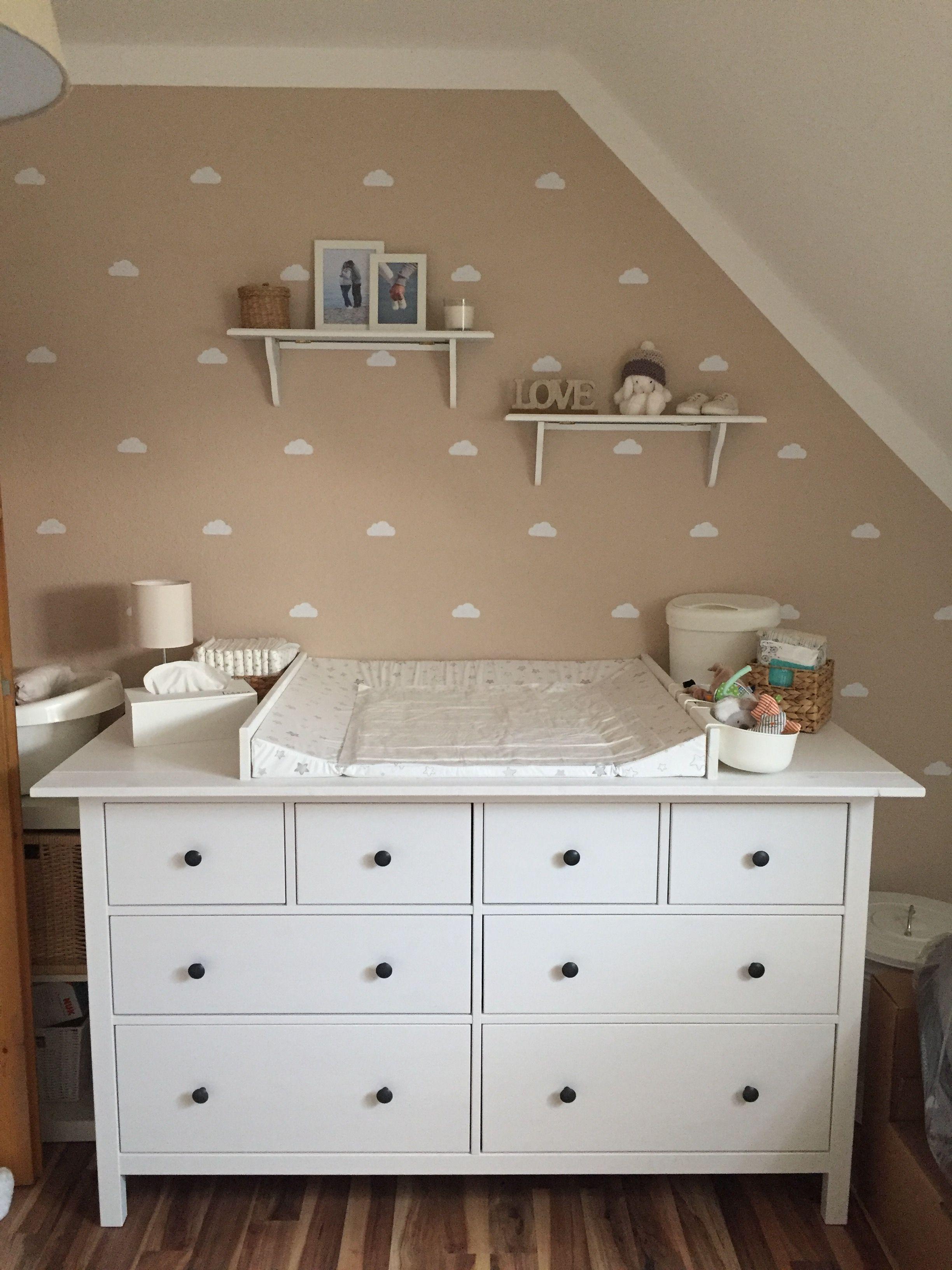 Kinderzimmer Babyzimmer beige Wolken Ikea Wickelkomode