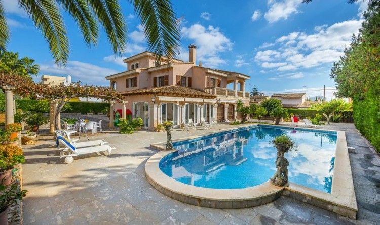 Chalet con piscina privada y grandes espacios exteriores for Chalets con piscina privada para vacaciones