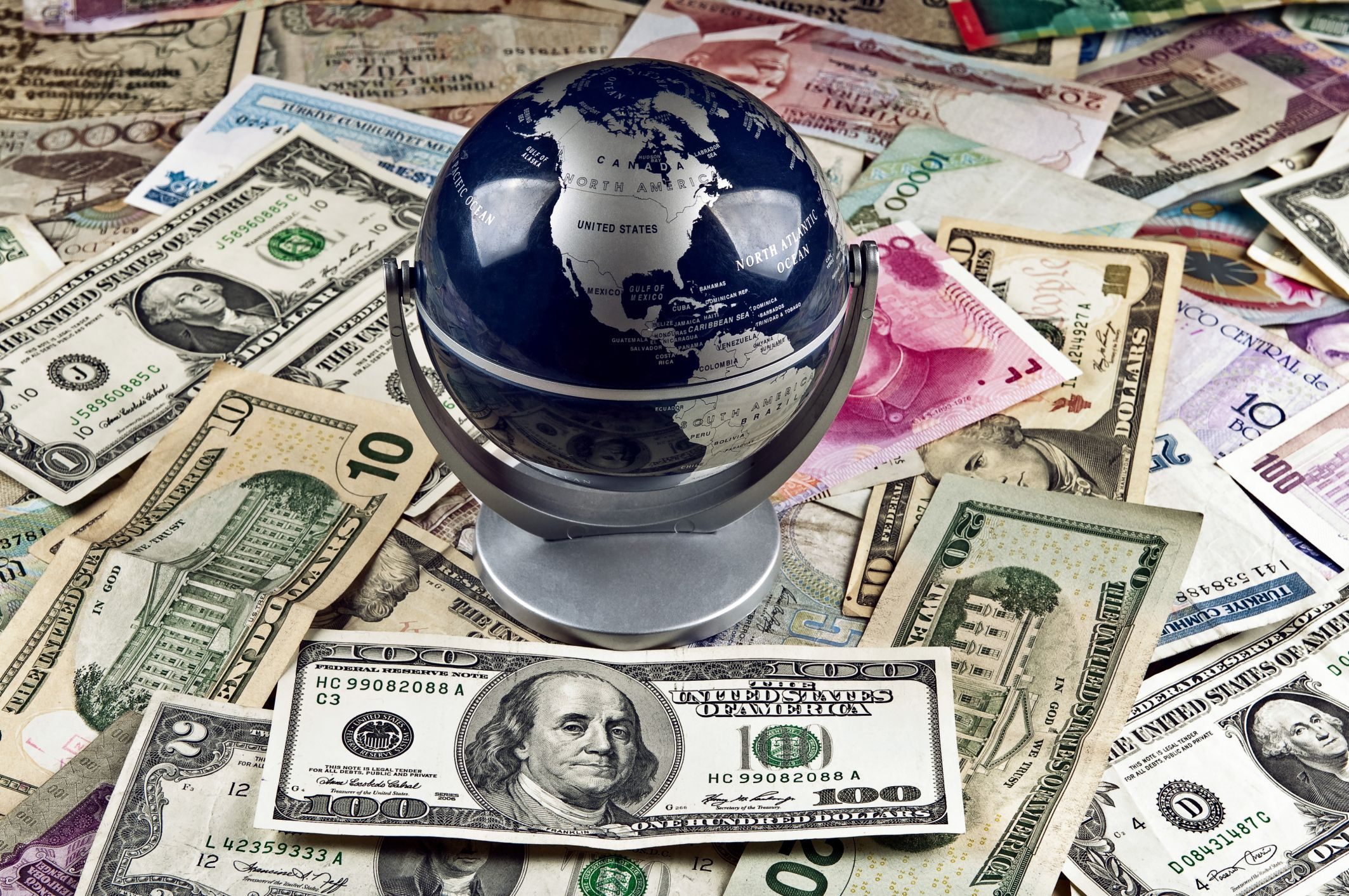 Yeni yılda asgari ücretin ne kadar olacağı ve asgari ücretle ilgili yükün nasıl bölüştürüleceği konuşulurken diğer ülkelerdeki asgari ücret tutarlarını derledik.