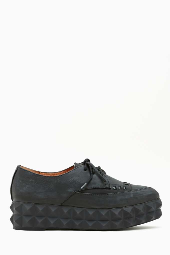 Jeffrey Campbell Biafra Flatform Hm... Wonder if this shoe is named after Jello Biafra from The Dead Kennedys... Looks comfy enough to wear in the summer