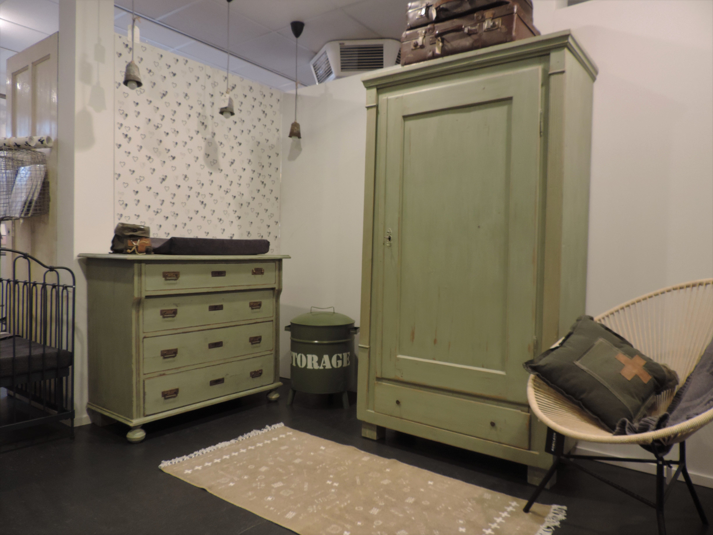 Kast Voor Babykamer : Super stoere babykamer met gerestylde legergroene commode en kast