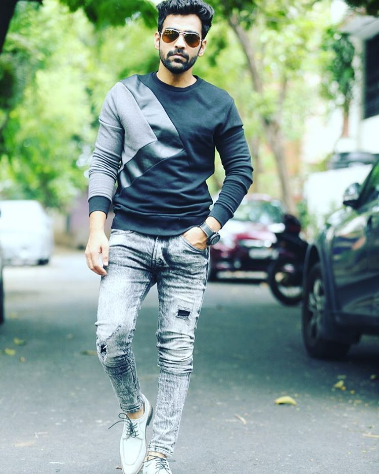 """586 likerklikk, 5 kommentarer – Srinivasan Raghunathan (@singersrini) på Instagram: """"Pc: nagoorgani"""""""