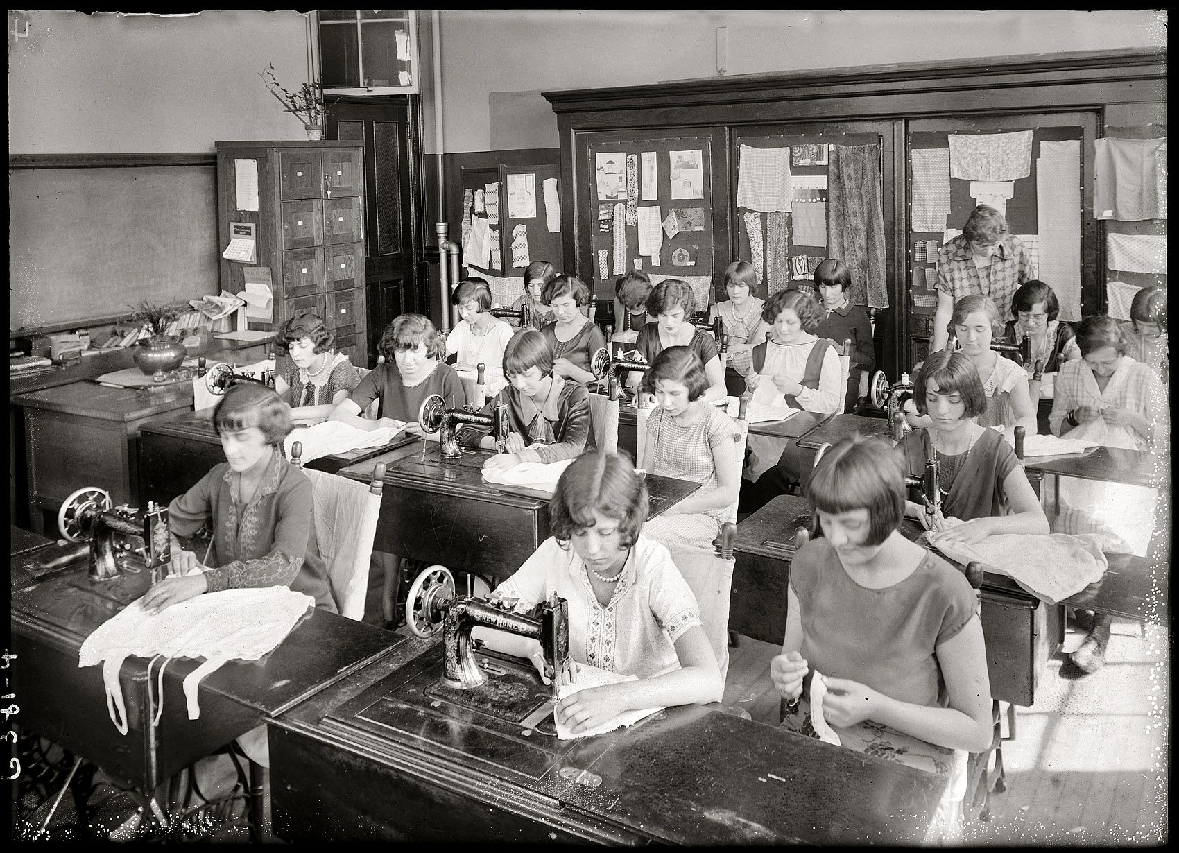 Girls sewing class 1925 sewing class vintage