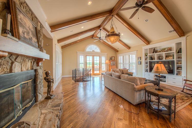 Contemporary vaulted ceiling lighting ideas fr for Vaulted ceiling great room