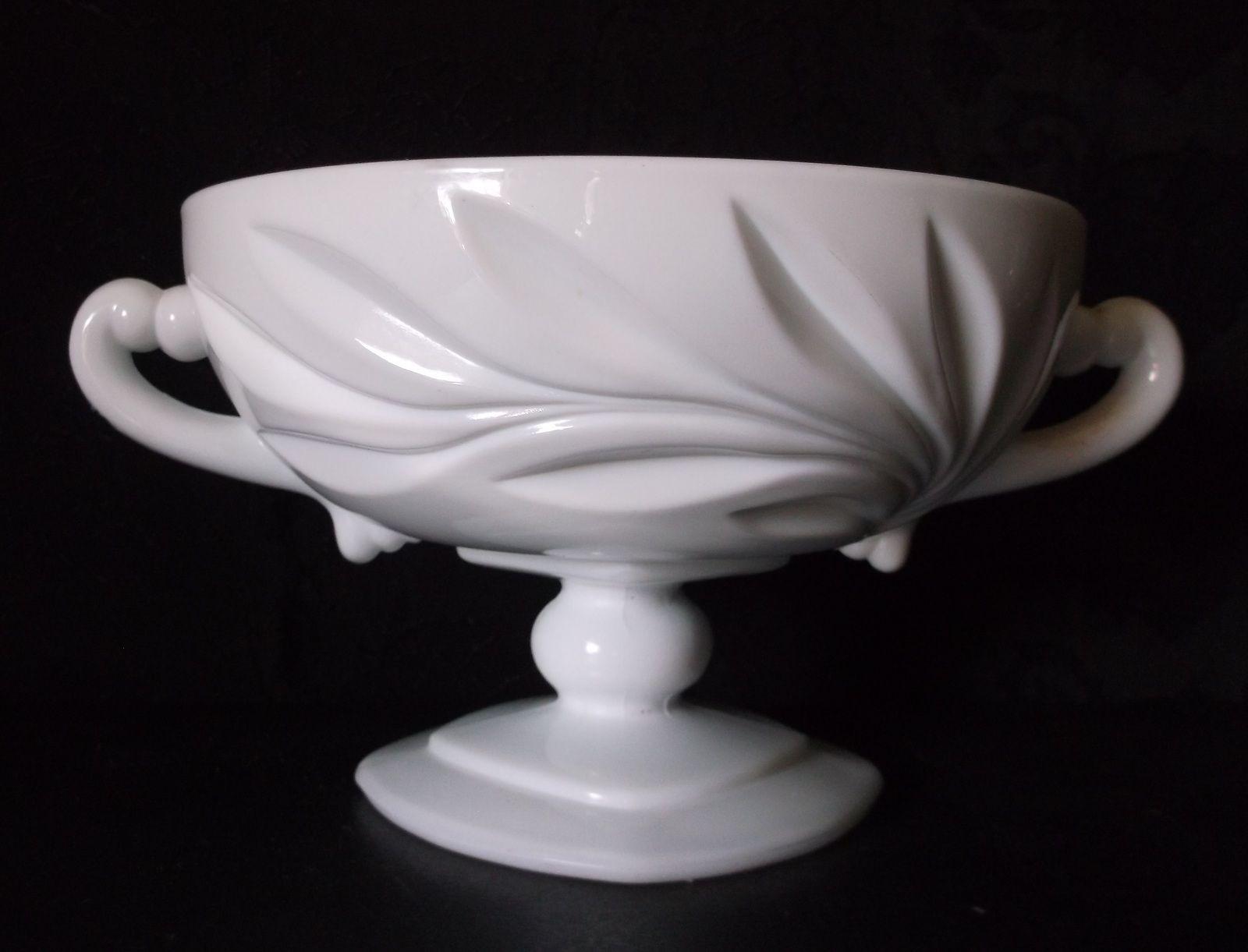 Vintage Indiana WILLOW Dish White Milk Glass @iloveoldstuff #homedecor #vintage