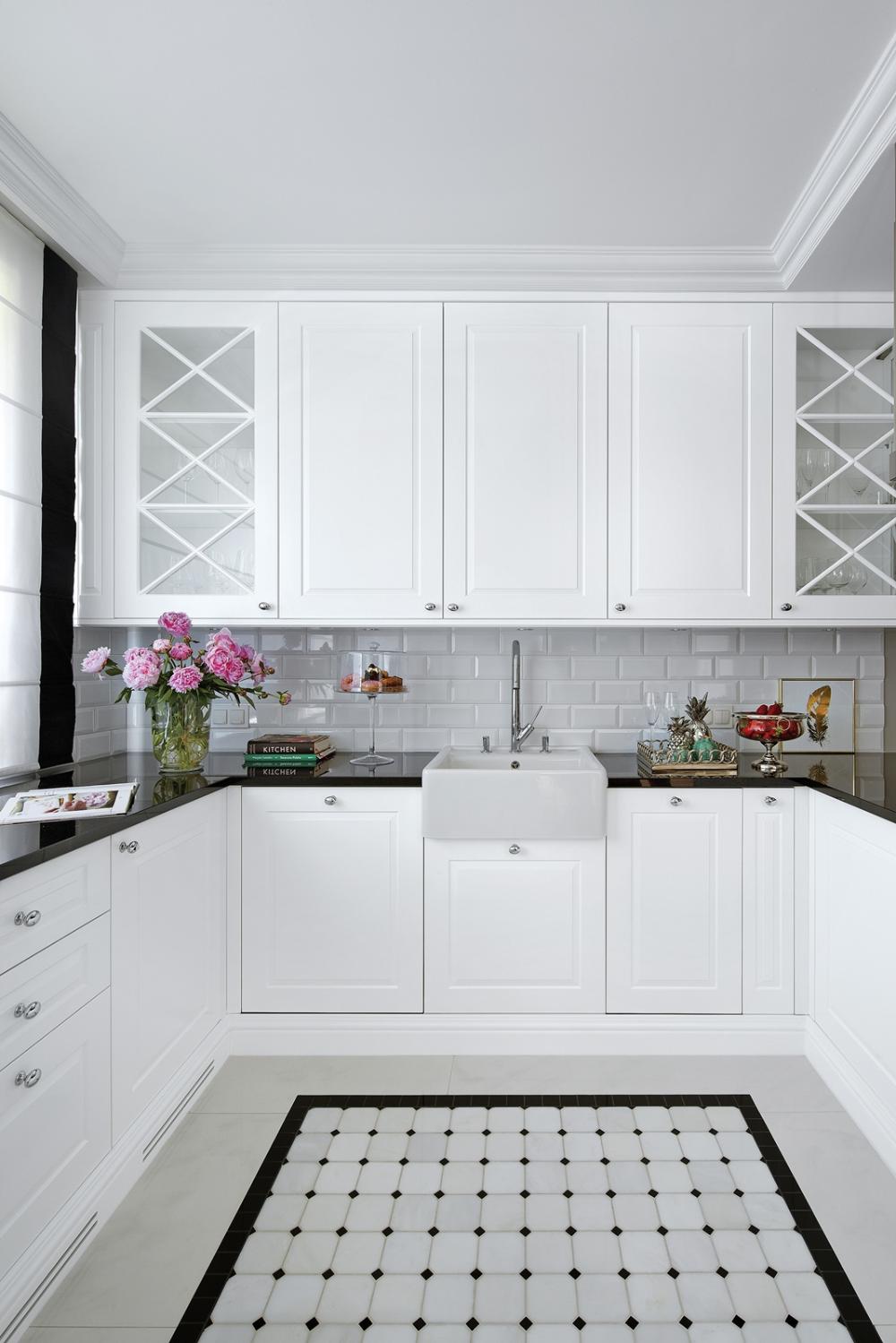 Kuchenne Szafki Zrobila Na Zamowienie Firma Elen Meble Blaty Z Czarnego Interior Design Kitchen Small Kitchen Furniture Design Small Kitchen Design Apartment