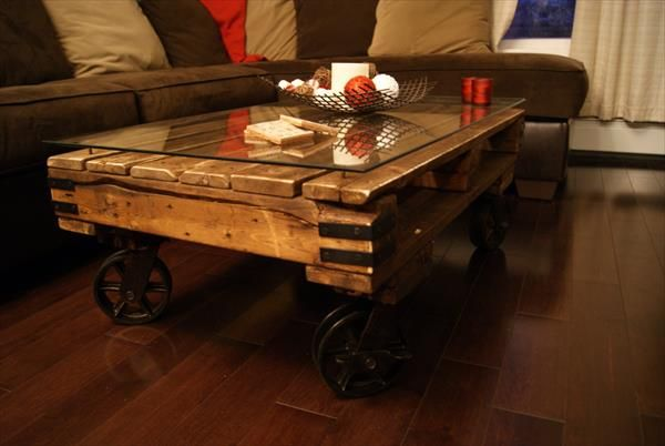 Attractive Reclaimed Wood Pallet Coffee Table