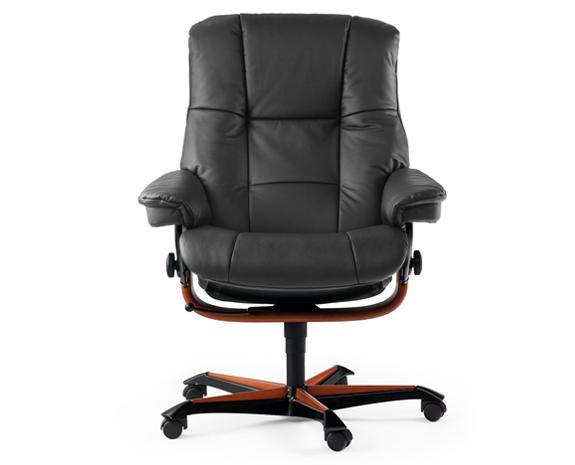 Ce fauteuil de bureau aux lignes souples et au design pur