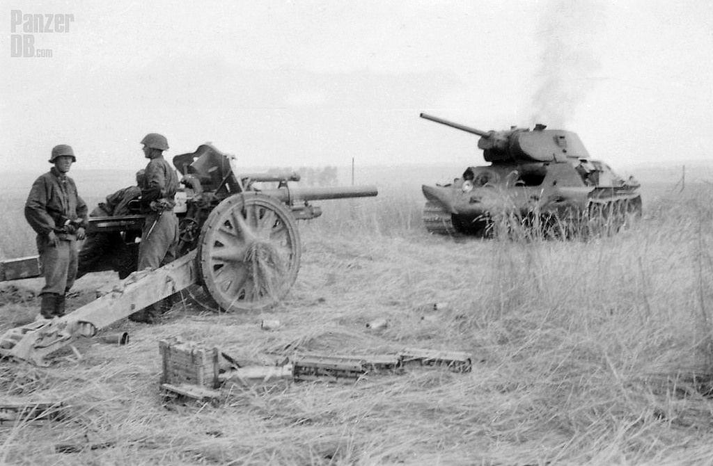 https://flic.kr/p/ZMDJVa | 10,5 cm leichte Feldhaubitze 18 (L/28) | ________ The Panzer Pictures Database | @PanzerDB (Twitter) | panzerdb.com