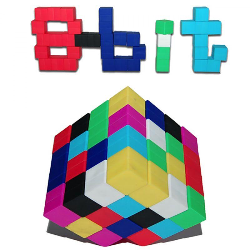 8-bit cubes pakkaus sisältää 64 kuutiota, 8 sarjaa 8 eri väriä – punainen, magenta, keltainen, vihreä, taivaansininen, tummansininen, musta ja valkoinen. Magneettiset kuutiot kiinnittyvät helposti toisiinsa ja niistä voi rakennella kaikenlaisia retro-spritejä. Hanki useampi pakkaus ja voit koota enstistä monipuolisempia hahmoja tai merkkejä. Valmistettu kestävästä silikonikumista. Nämä voi kiinnittää myös metallipintoihin, kuten jääkaapin oveen.