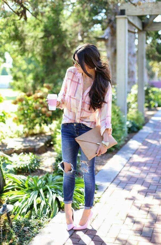 425a25ca5b Jeans, camisa rosa, zapatillas rosas | Moda | Ropa de invierno, Ropa ...