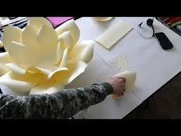 Resultado de imagen para PAPER FLOWER BACKDROP
