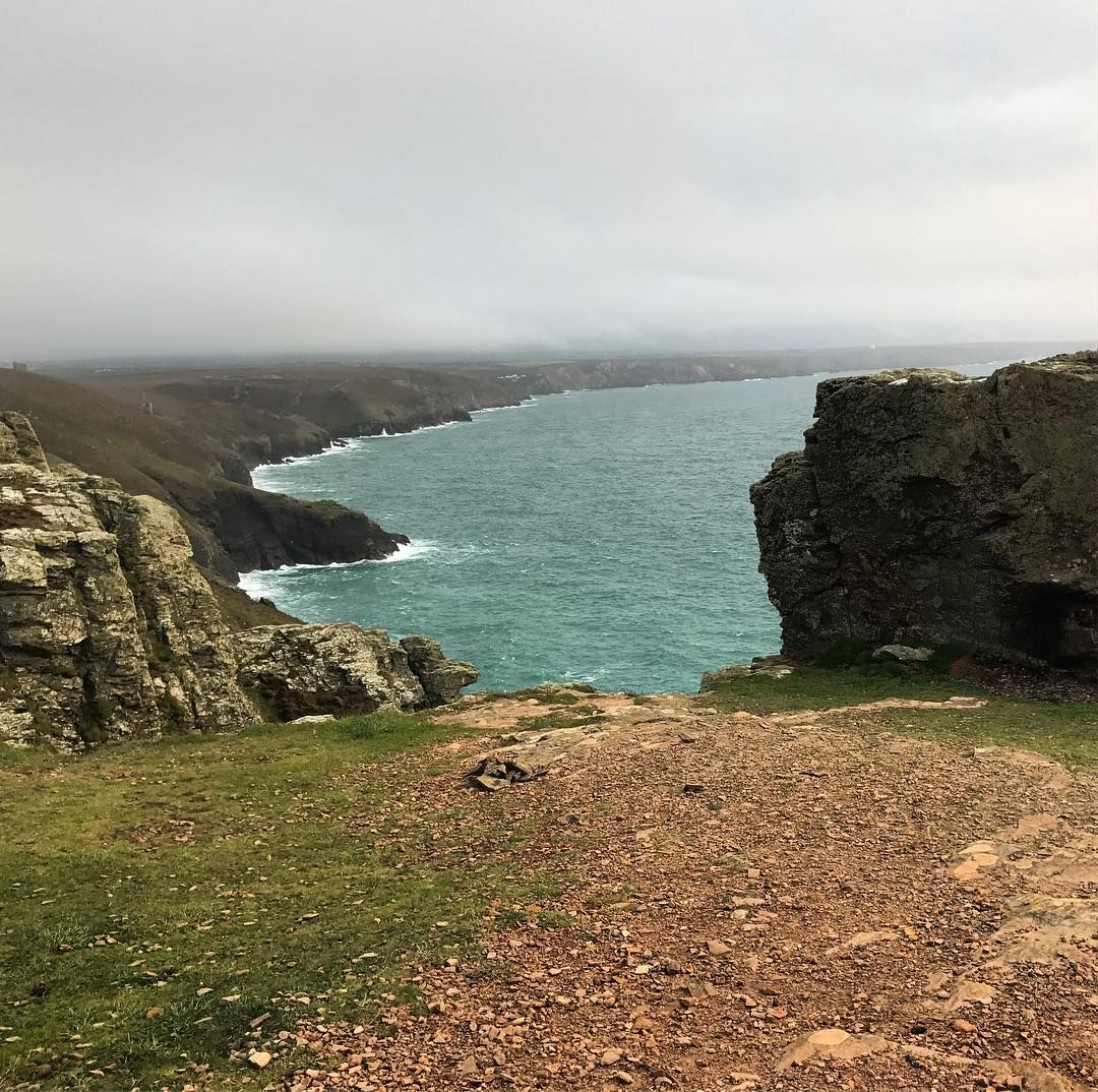 A momentary lifting of the mist revealed this stunning view of the North Cornwall coastline. Looking toward Chapel Porth ab Porthtowan from St Agnes head. Occasional seen in BBC tv's Poldark #Cornwall