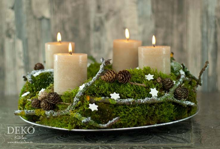 diy adventskranz aus naturmaterial mit moos zweigen deko kitchen deko kitchen. Black Bedroom Furniture Sets. Home Design Ideas