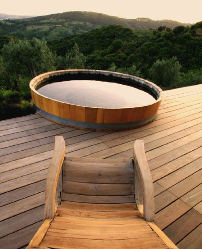 Id e d co une baignoire en plein air baignoire en for Idee deco baignoire