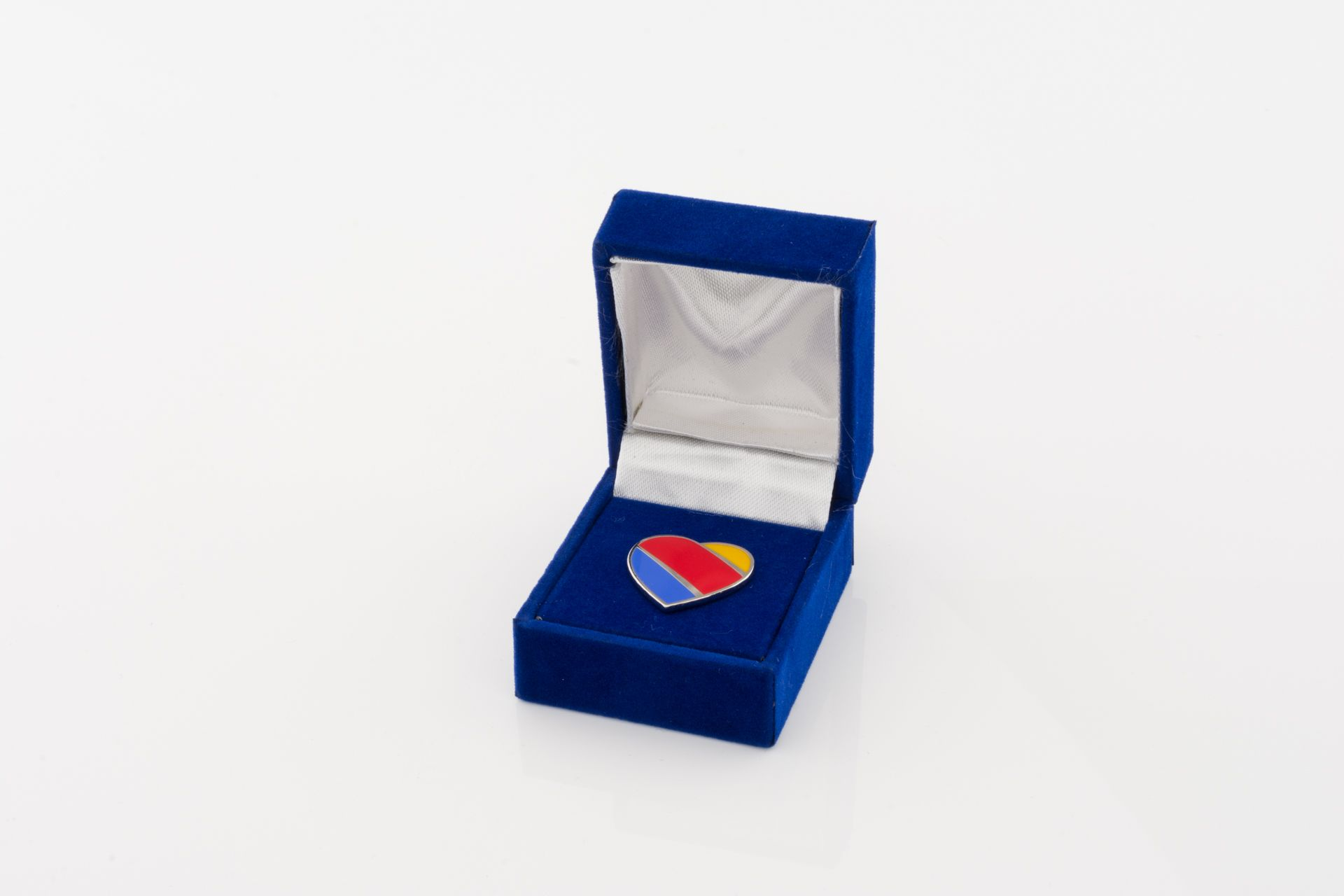 Southwest Airlines Heart Logo Pin in beautiful presentation box ...