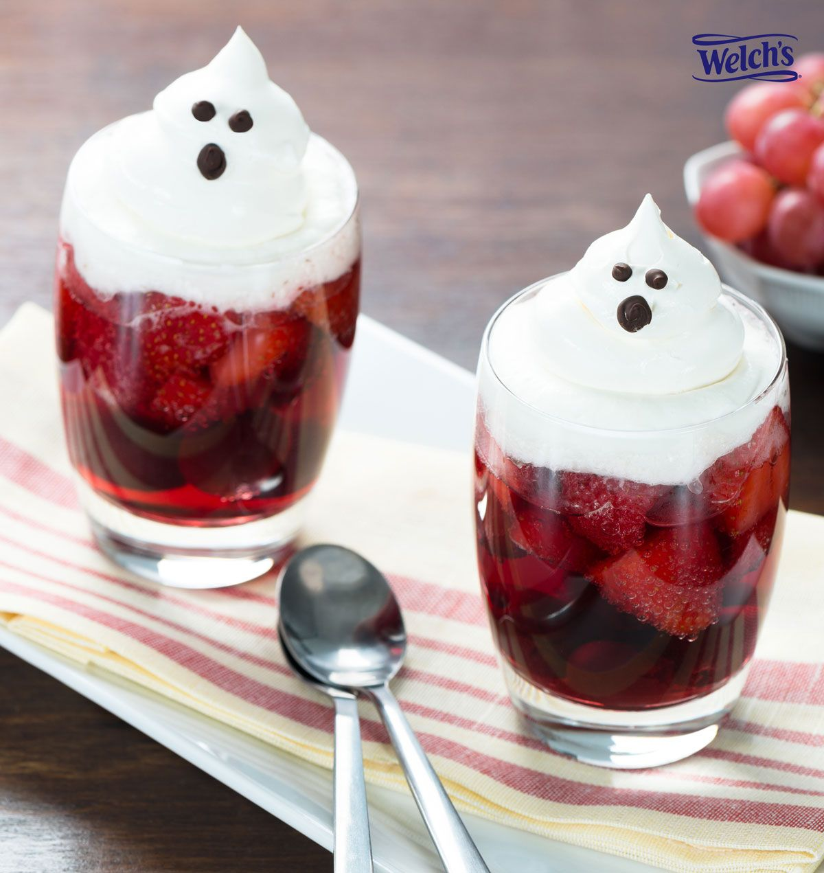 Sparkling Ghost Fruit Cups! Fun Halloween snacks for kids