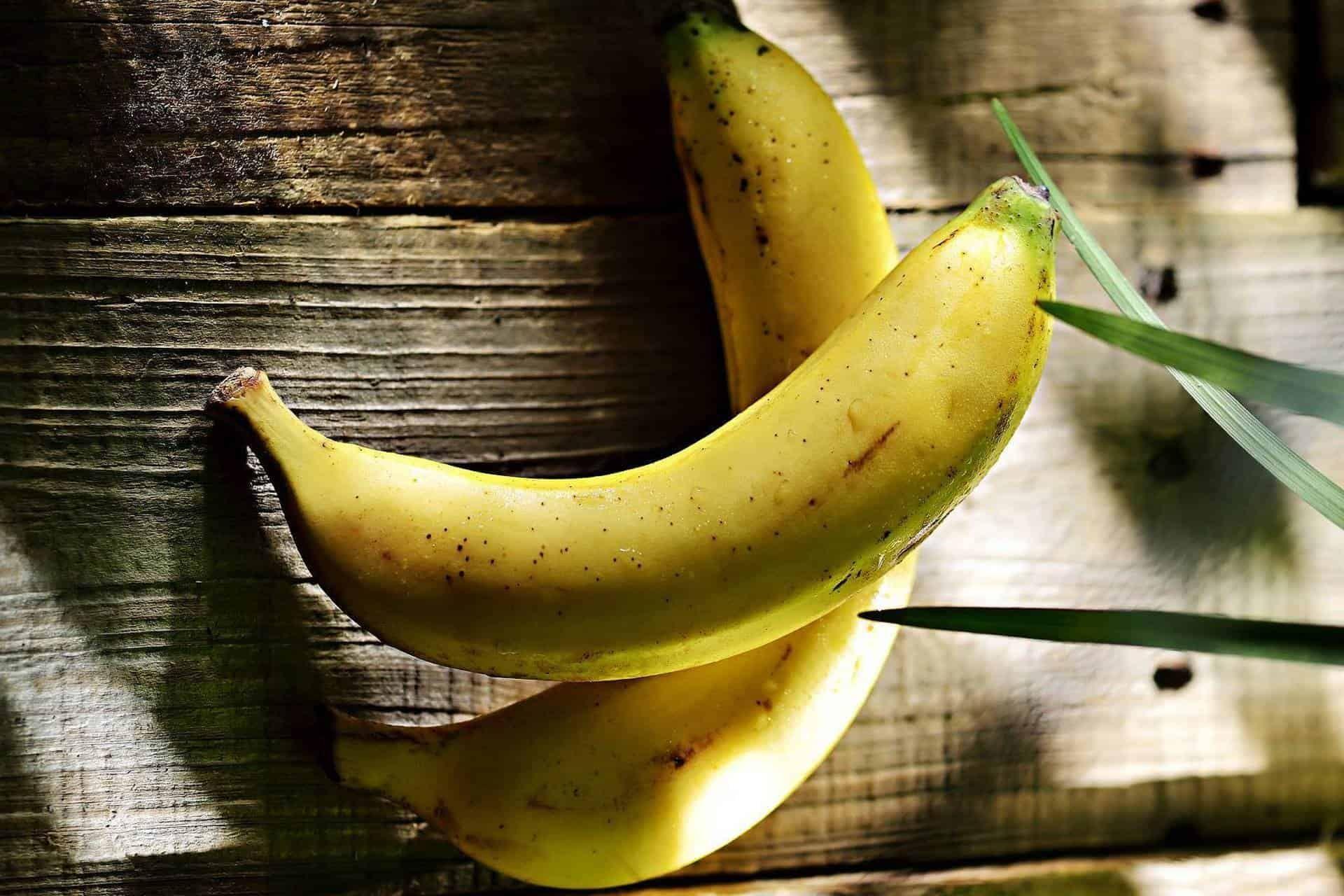 ما تفسير رؤية الموز في المنام للعزباء Banana Banan Fruit