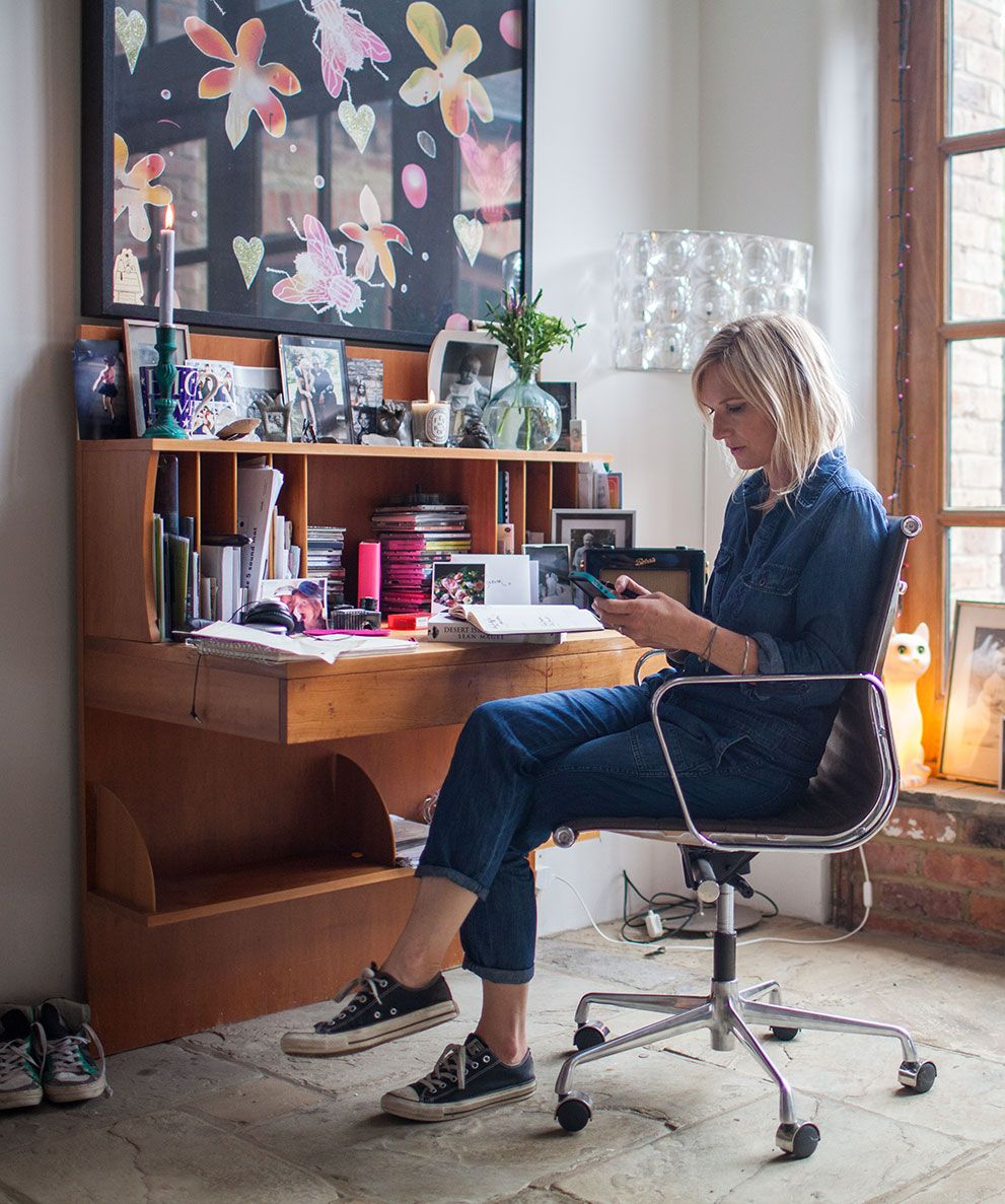 jo whiley sits at her wooden desk on a leather and stainless steel office chair for the home. Black Bedroom Furniture Sets. Home Design Ideas