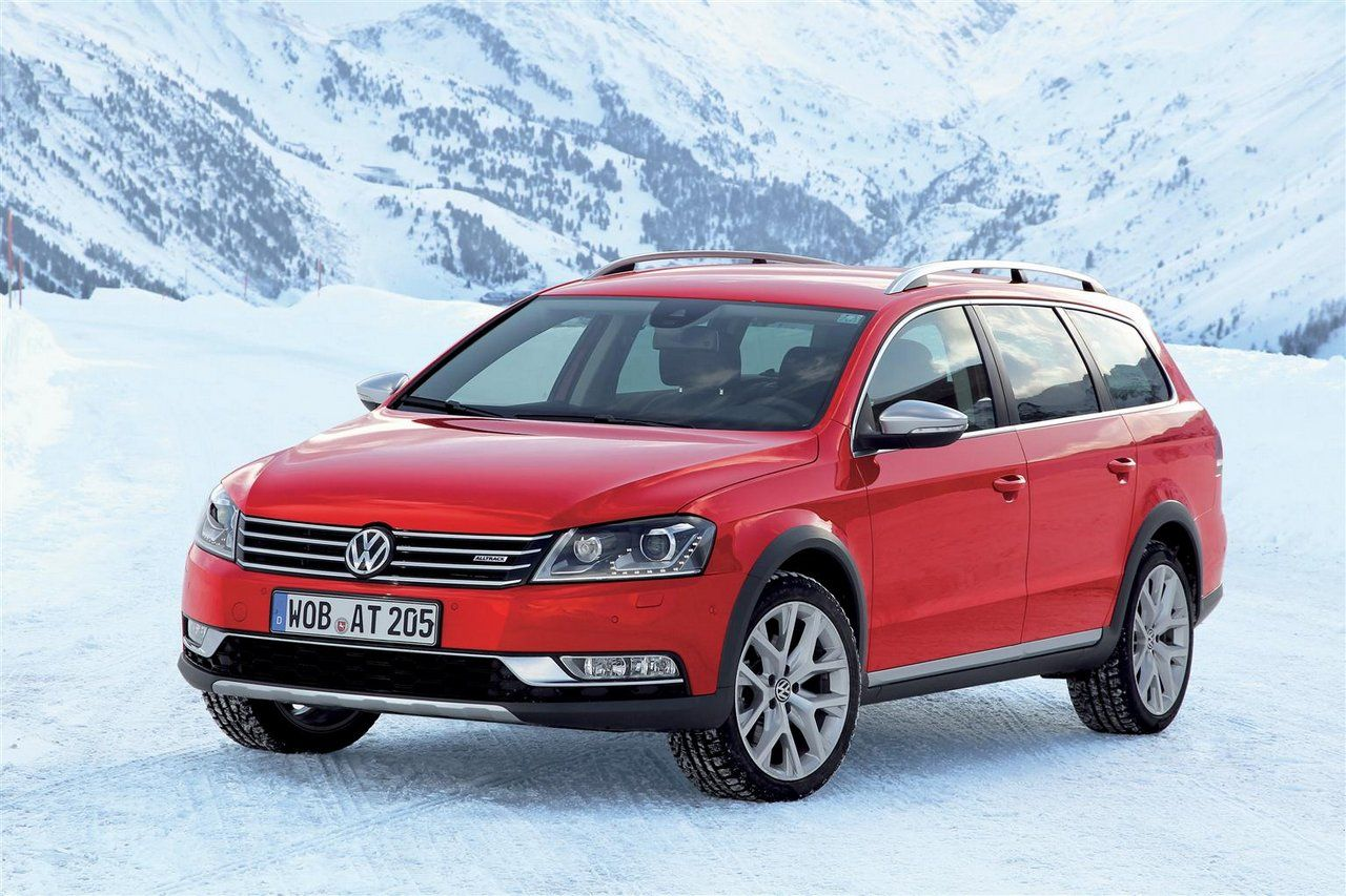 new car releases 2015 europe2015 Volkswagen Golf Alltrack  red front angle view  new car